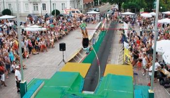Beim Himmelsstürmer-Cup des LAZ Zweibrücken auf dem Herzogplatz verfolgten die Besucher hautnah die LAZ-Athleten.