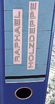 Die Artikel über die sportlichen Erfolge von Raphael Holzdeppe füllen einen Ordner.