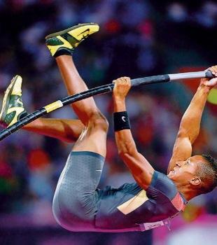 Bronzemedaillengewinner Raphael Holzdeppe entpuppte sich bei Olympia als wahrer Himmelsstürmer mit seiner neuen Bestleistung von 5,91 Metern.