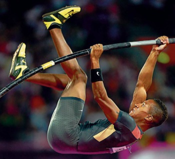 Zur olympischen Bronzemedaille hat sich LAZ-Stabhochspringer Raphael Holzdeppe am Freitagabend mit einer neuen Bestleistung von 5,91 Metern katapultiert.